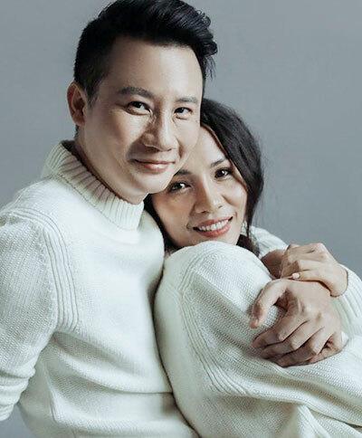 Ca sĩ Hoàng Bách bên vợ. Ảnh: HB