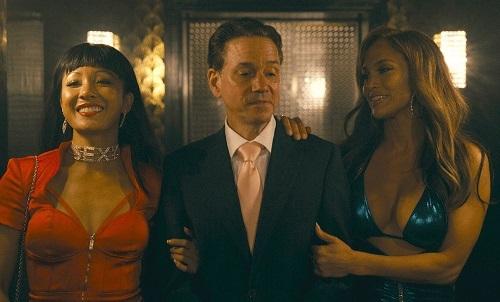 Jennifer Lopez (phải) và Constance Wu (trái) đóng vũ nữ thoát y trong phim. Ảnh: STX.