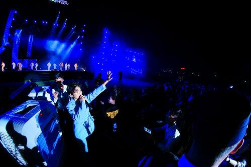 Vũ Cát Tường biểu diễn tại đại nhạc hội Love songs party 2 - 1
