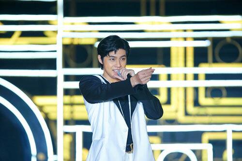 Vũ Cát Tường biểu diễn tại đại nhạc hội Love songs party 2 - 2