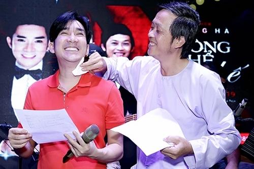 Hoài Linh (phải) và Quang Hà tại buổi tập kịch tại TP HCM ngày 22/9.