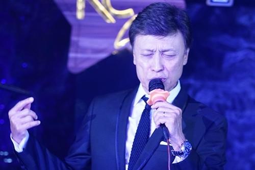 Tuấn Ngọc biểu diễn trong đêm nhạc tại TP HCM tối 22/9.