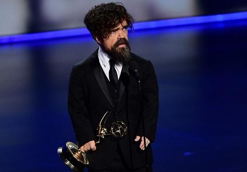 Peter Dinklage nhận giải Emmy nam phụ. Ảnh: AFP.