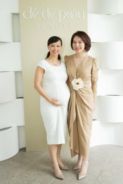 Doanh nhân Thái Vân Linh và đại diện thương hiệu Clé de Peau Beauté - Chị Nhung Trần.