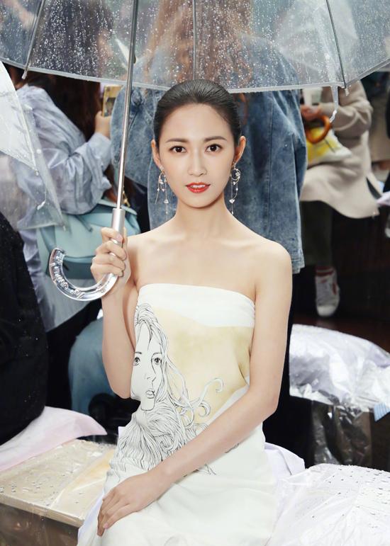 'Triệu Mẫn' Trần Ngọc Kỳ dự tuần thời trang