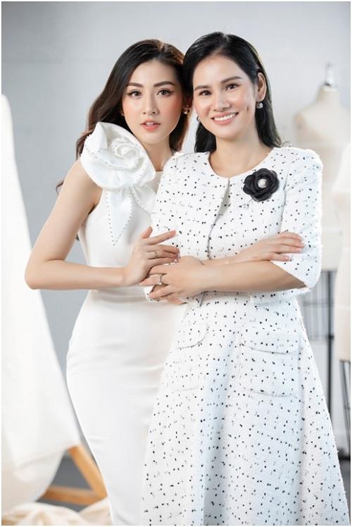 Doanh nhân Hà Bùi - CEO Sohee chia sẻ, cảm thấy may mắn có cơ hội làm việc với Á hậu Tú Anh. Cả hai có thể chia sẻ với nhau những giá trị tốt đẹp của người phụ nữ trong thời đại công nghệ số ngày một phát triển. Tôi và Tú Anhcó chung một mụcđích là thông qua phong cách thời trang Hàn Quốc giúp phụ nữ có cái nhìn mới, yêu bản thân hơn qua những trang phục đẹp, nữ doanh nhân nói.