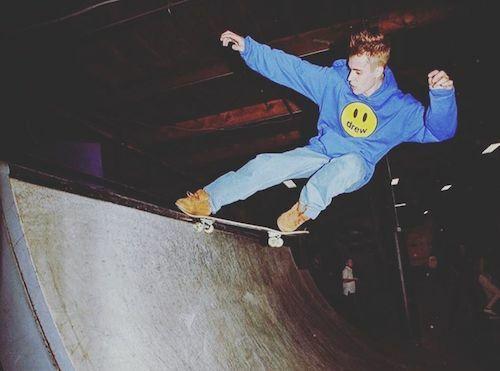 Justin Bieber chơi lướt ván thay vì làm tiệc độc thân. Ảnh: Instagram.