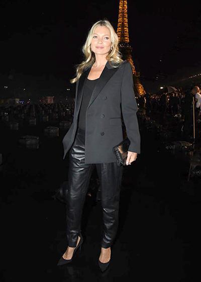 Kate Moss diện mốt quần da đang được yêu thích trong làng mốt.