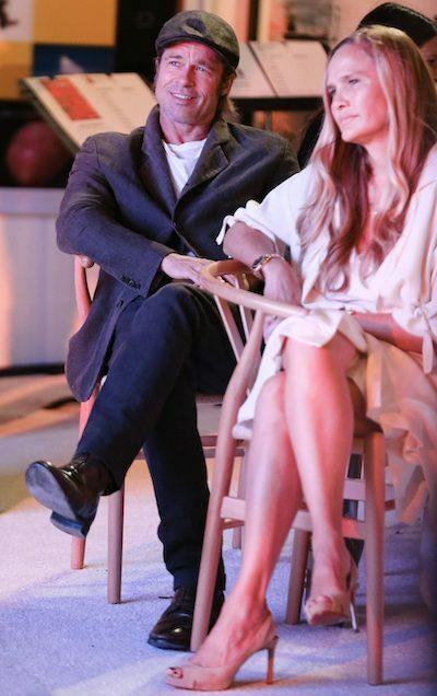 Tối 25/9, tạp chí US Weekly đưa tin Brad Pitt có bạn gái mới - nhà thiết kế trang sức Sat Hari Khalsa - 50 tuổi. Cô ấy có tâm hồn đẹp. Đó là điều hấp dẫn anh ấy, nguồn tin của US Weekly nói thêm. Sat Hari Khalsa là người giúp Brad Pitt chữa lành vết thương quá khứ.