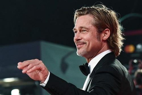 Brad Pitt trong buổi ra mắt phim ở LHP Venice (Italy). Ảnh: AFP.
