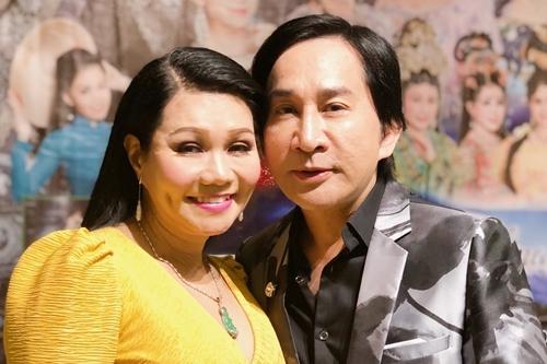 Kim Tử Long bên Ngọc Huyền - khách mời liveshow - trong buổi ra mắt chương trình ở TP HCM sáng 2/10.
