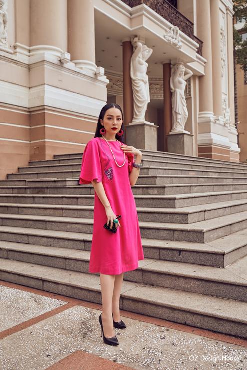 Các dáng váy khá đa dạng với phom ôm nhẹ hoặc dáng chữ A, có độ dài vừa phải (ngang đùi, ngang bắp chân) tôn lên nét thanh mảnh của diễn viên múa Linh Nga.