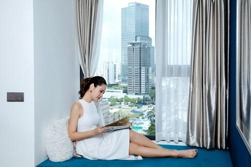 Thư giãn, đọc sách và ngắm cảnh thành phố là một trong những sở thích của Hương Giang.