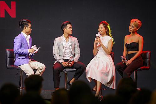 Từ trái sang: stylist Huỳnh Quang Nhật, siêu mẫu Trịnh Bảo, người mẫu Ninh Hoàng Ngân, siêu mẫu Cù Ngọc Quý. Ảnh: Thành Nguyễn.