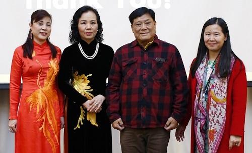 Từ trái sang: bà Minh Tâm (phó chủ tịch Hiệp hội), bà Ngô Phương Lan, ông Somchai Chatphathamasiri (chủ tịch hiệp hội điện ảnh Thái Lan), bà Ngô Thị Bích Hạnh (tổng giám đốc công ty BHD). Ảnh: ban tổ chức.