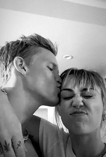 Miley Cyrus và Cody Simpson. Ảnh: Instagram.