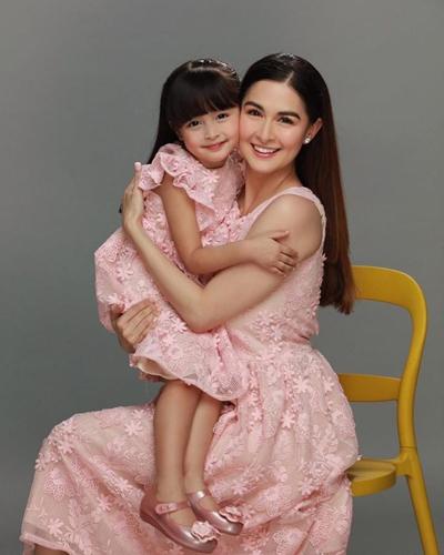 Mỹ nhân đẹp nhất Philippines bên con gái - 2