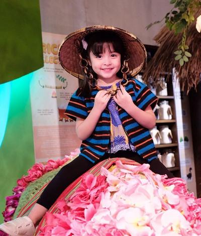 Mỹ nhân đẹp nhất Philippines bên con gái - 3