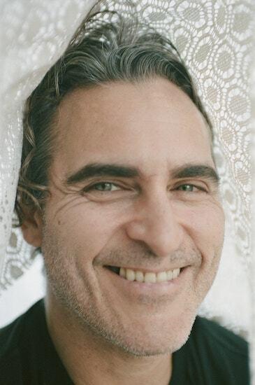 Joaquin Phoenix ở tuổi 44. Ảnh: NY Times.