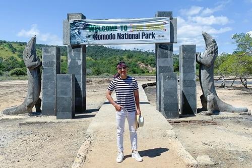 Nguyên Khang tự lên kế hoạch khám phá Komodo - di sản thế giới được UNESCO công nhận - vào cuối tháng 9. Anh chia sẻ: Tôi đọc được thông tin địa phương bắt đầu bảo tồn hòn đảo từ tháng 1/2020, do môi trường tự nhiên ở đây bị thu hẹp dần và số lượng rồng có xu hướng giảm. Tôi quyết định đến đây trước khi họ ngừng hoặc hạn chế đón khách du lịch.