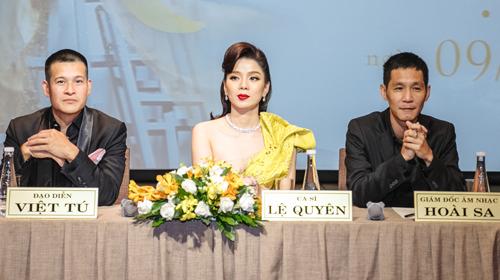 Đạo diễn Việt Tú (trái) và nhạc sĩ Hoài Sa (phải) trong buổi giới thiệu liveshow 20 năm ca hát của Lệ Quyên. Ảnh: Thành Luân.