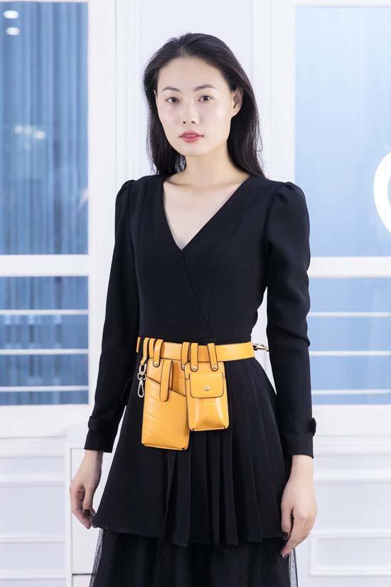 Huyền My thử đồ cho show Hà Duy