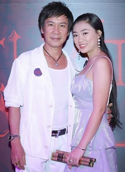 Vợ chồng Lê Huỳnh dự sự kiện ra mắt phim ở TP HCM hôm 8/10. Ảnh: Bil.