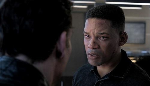 Ở không ít cảnh, các nhân vật rưng rưng nước mắt, không phù hợp hình tượng điệp viên máu lạnh. Ảnh: Paramount.