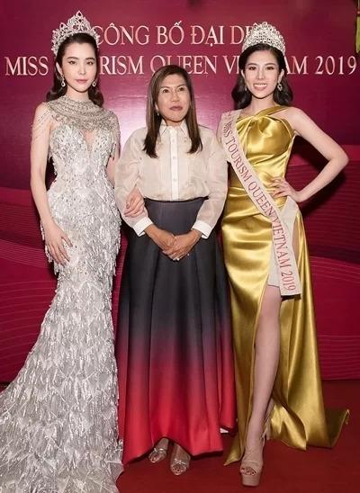 Từ phải qua: thí sinh Dương Yến Nhung, bà Amy Sunio-Abarquez - chủ tịch tổ chức Miss Tourism Organization của Philippines (đơn vị tổ chức) và Hoa hậu Du lịch Quốc tế 2018 Huỳnh Vy. Ảnh: HVT.