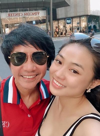 Lê Huỳnh cùng vợ thường cùng đi du lịch xa để tận hưởng cuộc sống vợ chồng son. Ảnh: LH.