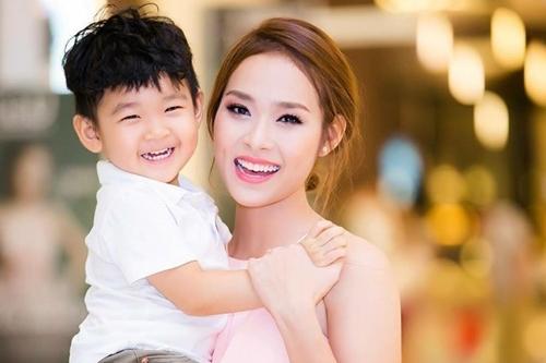 Diệp Bảo Ngọc bên con trai - bé Kid. Ảnh: Tiến Trần.