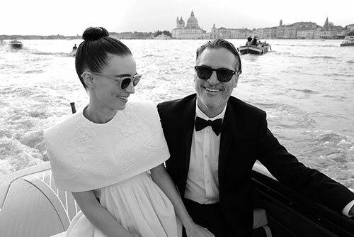 Rooney Mara và Joaquin Phoenix tại Liên hoan phim Venice hồi tháng 9. Tại đây, bộ phim Joker đã được vinh danh giải Sư Tử Vàng. Ảnh: Vanity Fair.