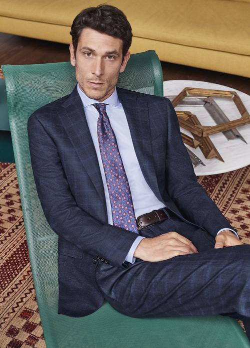 Mỗi chi tiết trên bộ đồ, khách hàng của Canali có thể đặt chi tiết cá nhân thể hiện cá tính.