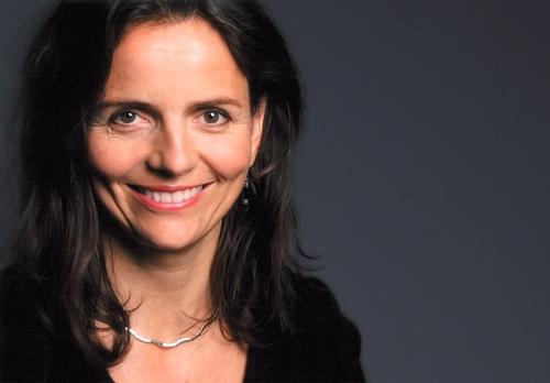 (Ảnh 1: Nữ đạo diễn Amélie Niermeyer muốn nhìn câu chuyện tình tay ba dưới góc nhìn của những người phụ nữ hiện đại)