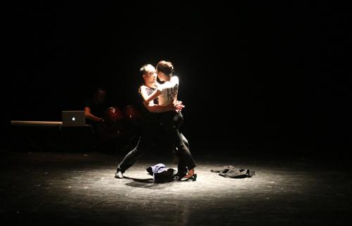 Nàng Kiều trong một cảnh ái ân với Từ Hải được Trần Lực diễn tả bằng một màn múa.