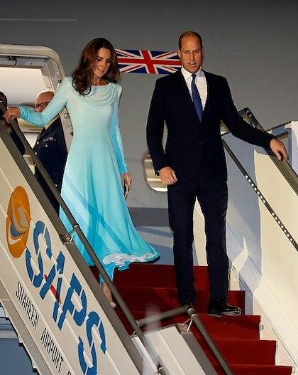 Trang phục của công nương Kate Middleton khi đến Pakistan. Ảnh: Reuters.