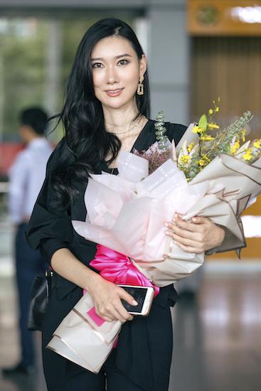 Tân Hoa hậu Hoàn vũ Hàn Quốc Lee Yeon Joo tại sân bay chiều 15/10. Ảnh: Nhân Phan.