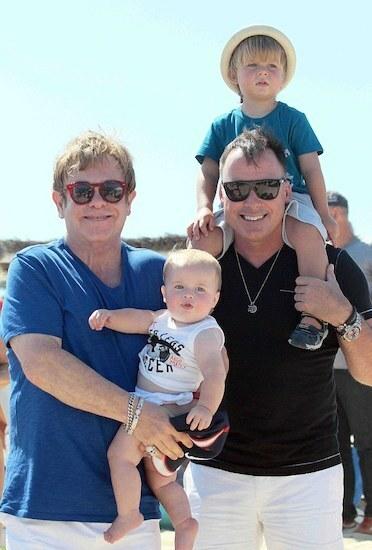 Gia đình Elton John. Ảnh: GoffPhotos.