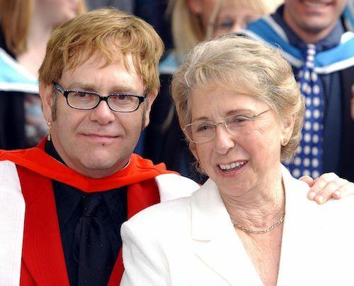 Elton John và mẹ, bà Sheila Eileen. Ảnh: PA.
