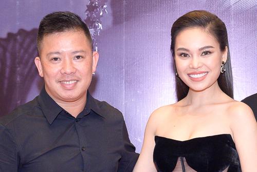 Ca sĩ Giang Hồng Ngọc và chồng sắp cưới - Xuân Văn (trái) tại họp báo ra mắt album Mùa thu chết, ngày 14/10. Ảnh: Bá Ngọc.