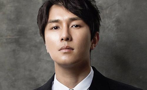 Kim Dongwan, 40 tuổi, thành viên nhóm nhạc Shinhwa. Ảnh: Soompi.