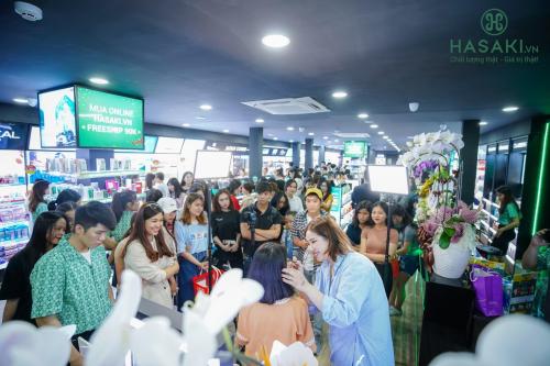 Chi nhánh mới của Hasaki đón hơn 2.500 khách dịp khai trương  - 4
