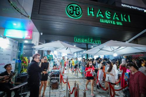Chi nhánh mới của Hasaki đón hơn 2.500 khách dịp khai trương  - 5