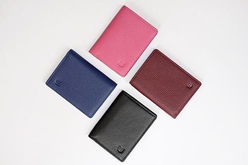 Mẫu ví mini unisex có thể để vừa tờ tiền và các loại thẻ có thể bỏ vào các chiếc túi xách nhỏ