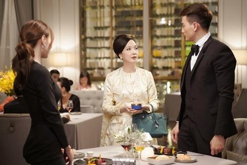 Lê Khanh trong một cảnh quay với Lê Xuân Tiền (phải) và Lan Ngọc.