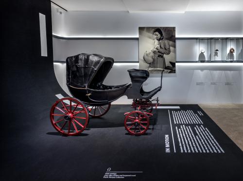 Cỗ xe dê kéo - một trong những sản phẩm được trưng bày tại triển lãm.
