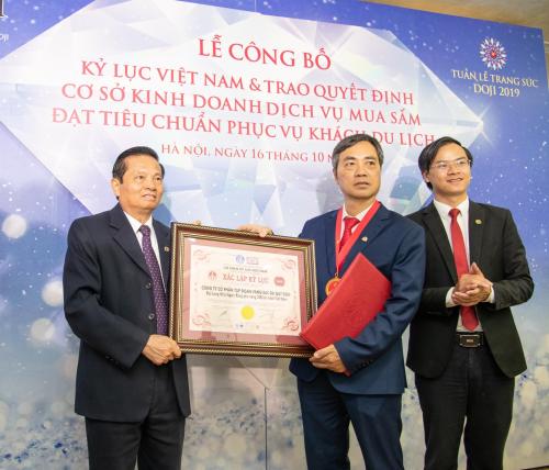 Lương Thùy Linh giới thiệu những bảo vật kỷ lục của DOJI - 8