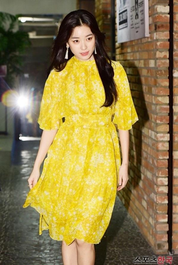 Han Hyo Joo chuộng váy họa tiết