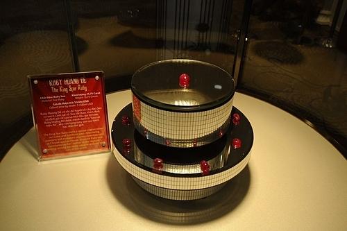 Ruby Hoàng Đế được mệnh danh là báu vật triệu đô, xếp vào hạng ruby sao quý hiếm bậc nhất thế giới. Tổ chức Kỷ lục Việt Nam xác nhận đây là Viên ruby sao hoàng đế lớn nhất Việt Nam.