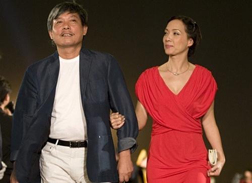 Vợ chồng Lê Khanh trên thảm đỏ Liên hoan phim Quốc tế Việt Nam 2010. Ảnh: VT.